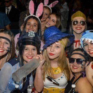 la fiesta de disfraces de parana movilizo a la region