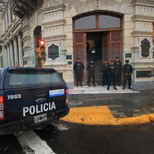 video. causa celis: allanan oficinas de la municipalidad de parana y la casa del intendente