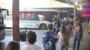 La problemática por las reiteradas falencias en el servicio de colectivo entre Paraná y Santa Fe fue planteada en el plenario de la Asociación de Defensores del Pueblo de la República Argentina (Adpra)