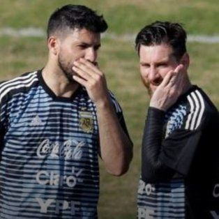 se filtro un curioso video de agüero y messi en plena concentracion de la argentina