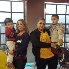 Concientización. Cada vez que pueden, María y Alicia, acompañadas de sus hijos, se ocupan de difundir qué es la trombofilia.