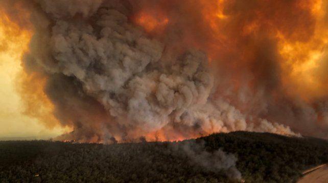 Australia sigue ardiendo: ya hay 23 muertos y 6 millones de hectáreas quemadas