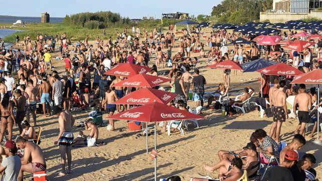 El intendente de la ciudad, Emilio Jatón, hablará con la ministra de Salud, Sonia Martorano, de diversos temas, entre los que seguramente estará el análisis de lo que sucede en las playas santafesinas.