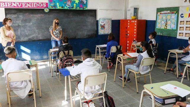 El rector de la UNL, Enrique Mammarella, dijo que para los más chicos se necesitan las clases presenciales.