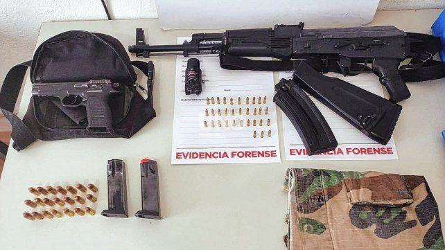 Las armas de fuego incautadas en uno de los operativos de prevención llevados adelante por Gendarmería Nacional.
