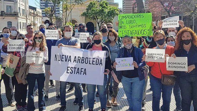 Los estafadores están patrocinados por el abogado Domingo Rondina.