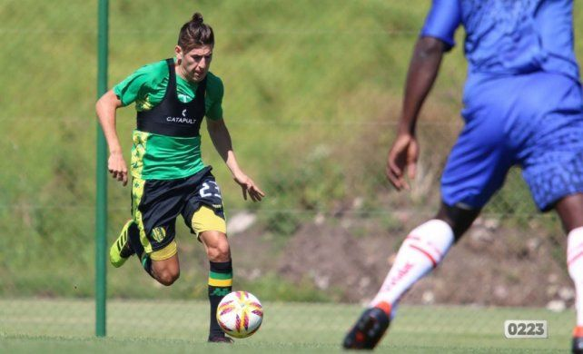 Lucas Villalba aparece como una opción para Juan Azconzábal para reforzar el lateral izquierdo de Unión.