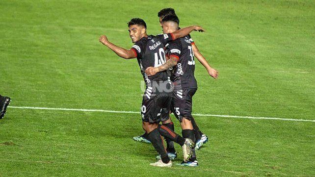 Colón terminó la primera fase de la Copa de la Liga Profesional invicto en el Brigadier López y ahora quiere hacerle sentir el rigor a Talleres. UNO Santa Fe   José Busiemi