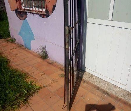 Los ladrones forzaron una reja y solo se llevaron la bomba y un ventilador industrial de la sala de espera.